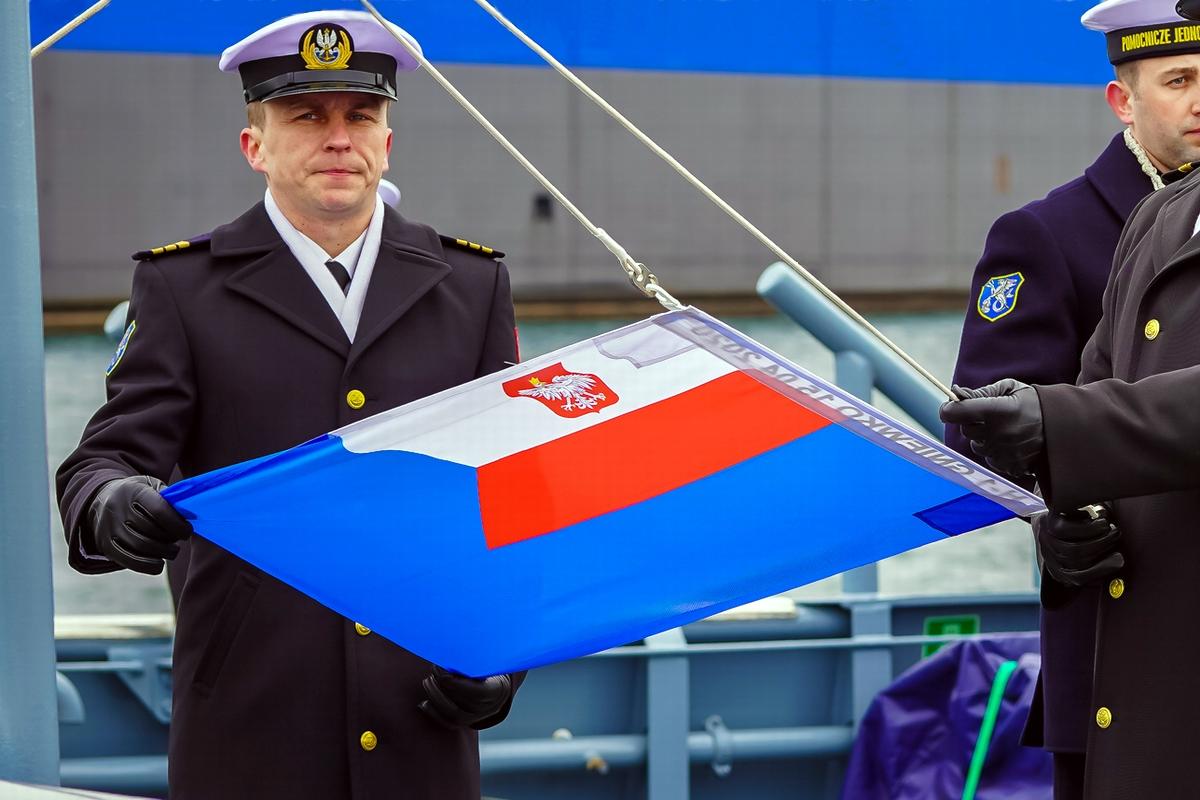 Podniesienie bandery na H 1 GNIEWKO fot. Remontowa RSB