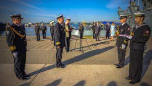 Podniesienie bandery na holowniku H-2 mieszko (2)